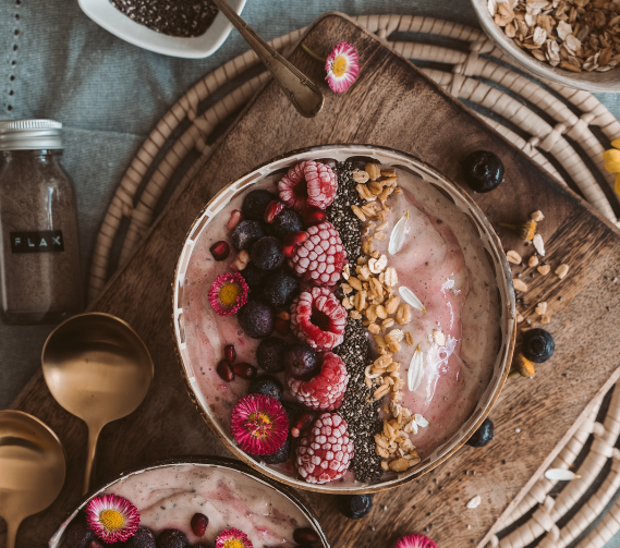 image of fruit bowl with yoghurt and granola